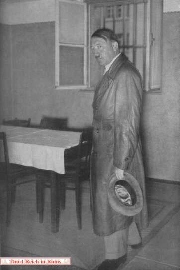 """Résultat de recherche d'images pour """"landsberg prison hitler's cell"""""""